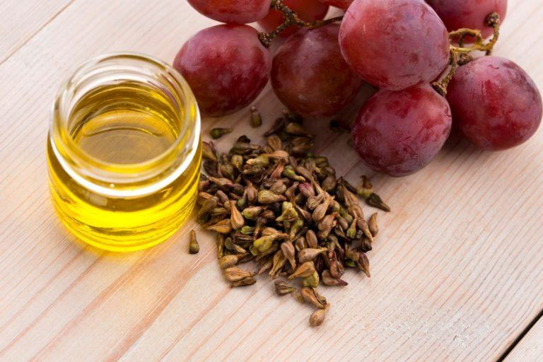 A picture of a grape seed and oil